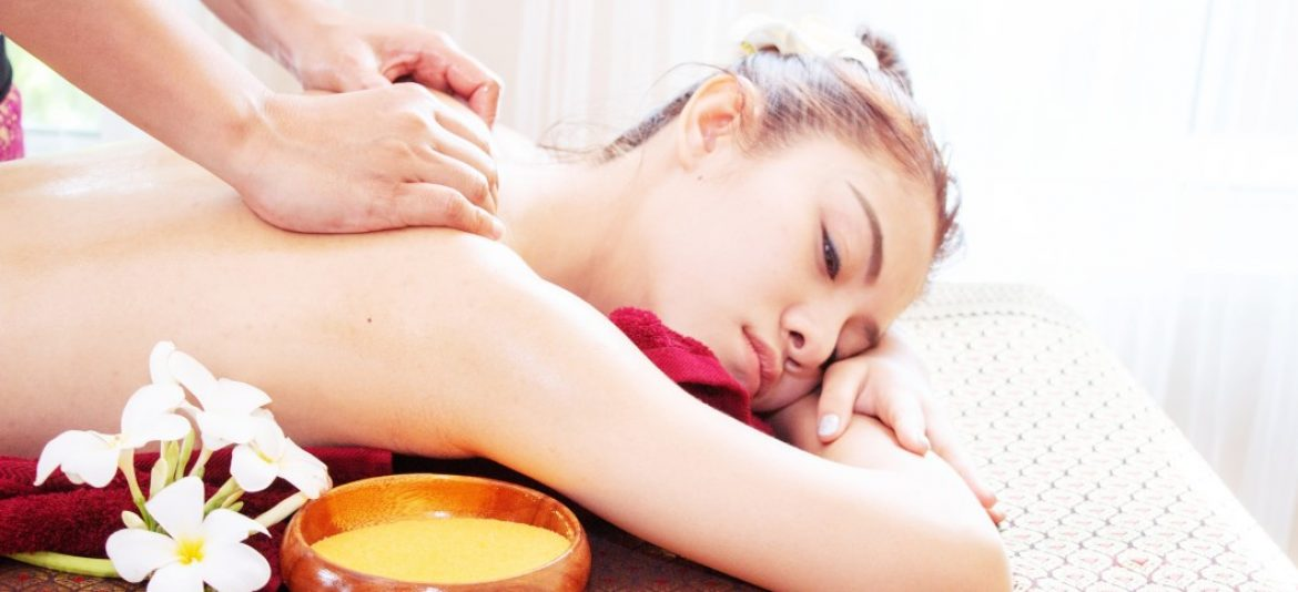 thai-massage-for-woman-in-spa_t20_V76pY8